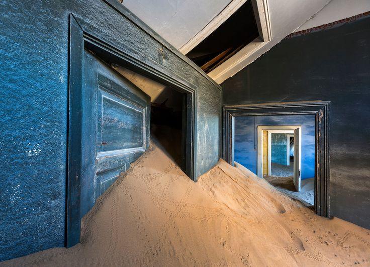 Doors-and-sand-filled-rooms-Kolmanskop-Ghost-Town-Namibia.jpg (1000×722)