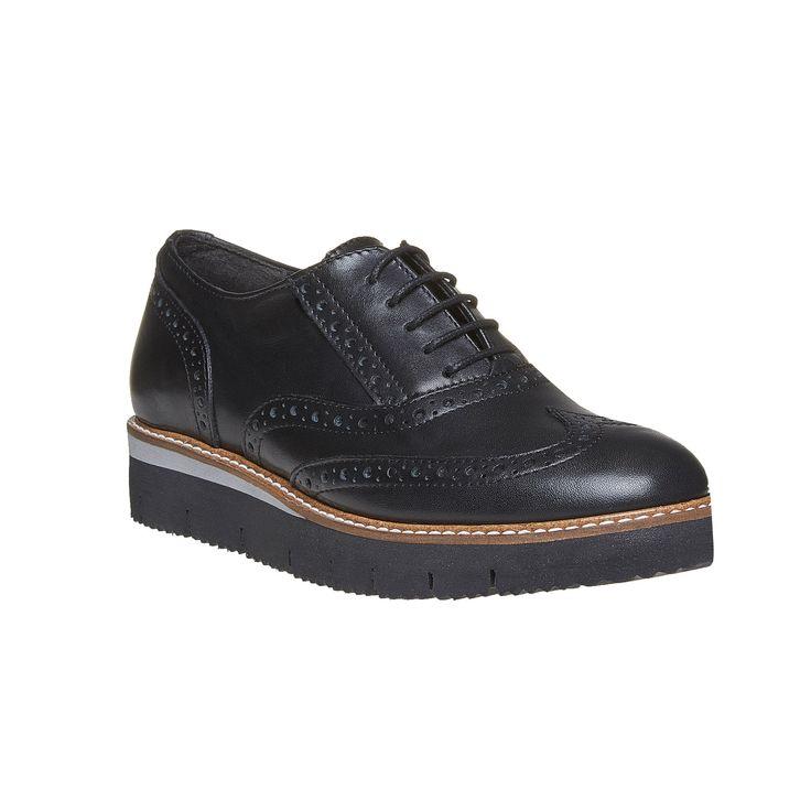 Scarpe basse da donna in stile Oxford di cui vi innamorerete a prima vista. La tomaia in pelle di alta qualità e la decorazione Brogue sono completate da un plateau alto in una tonalità di contrasto. All'interno delle scarpe si trova una comoda soletta in pelle. Le scarpe basse ravvivano qualsiasi outfit autunnale.