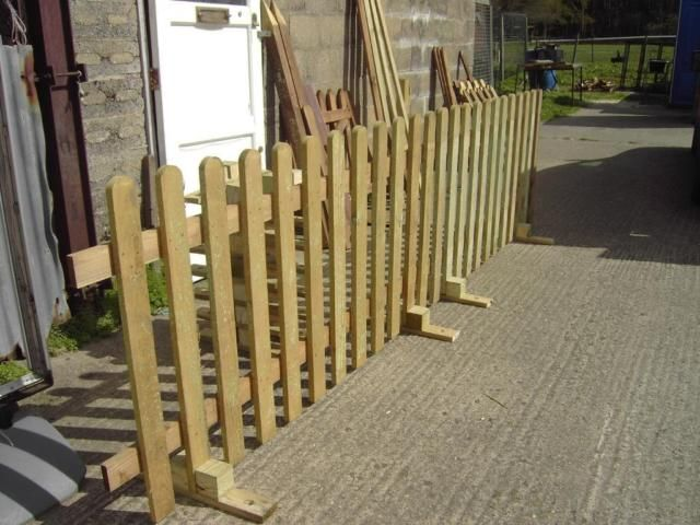 """""""No Posts"""" Picket Fence. Ideal Events & Shows. Moveable, Free standing. Free Delivery Norwich area. on Gumtree. New free standing picket fencing for temporary use. Ideal for all outdoor events where a barrier fen"""