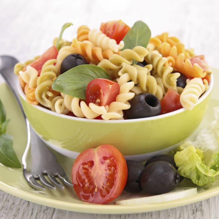 #pastafredda #insalata #pasta #primavera #ricetta http://www.centobattitiperminuto.it/dating-tips/insalata-di-pasta-primaverile
