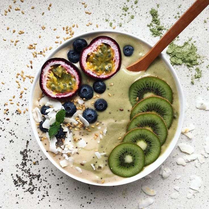 Wheatgrass & banana smoothie with kiwi, passionfruit, blueberries, coconut, flax & chia ~ raw, vegan & refined sugar free <3
