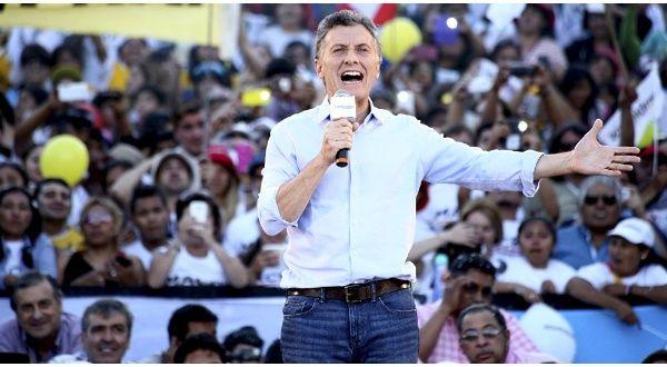La ley de financiamiento de Argentina prohíbe el financiamiento de campañas electorales por parte deempresas concesionarias de gobiernos.Fusión entre burro y pulpo, te patea y agarra todo lo que le tiran