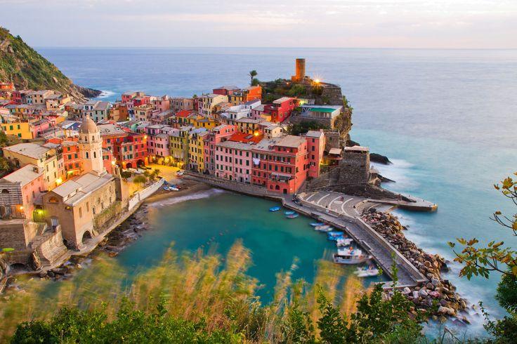 Vernazza au creux des Cinque Terre : Les plus beaux villages d'Europe - Linternaute