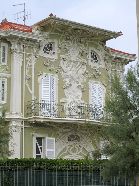 Villino Ruggeri (Villino Ruggeri) Commissioned by Oreste Ruggeri. Stucco ornament with wrought iron balconies. This style is know in Italy by various names: stile floreale, stile Inglese, stile Liberty, art nouveau or jugendstil. Popular in 1890-1910. See www.bluffton.edu