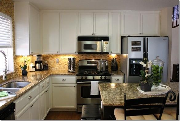 white kitchen cabinets: White Kitchen Cabinets, Cabinets Awesome, Cabinets Idea, Decoration, White Kitchens Cabinets,  Microwave Ovens, Kitchens Layout, White Cabinets, Dream Kitchens