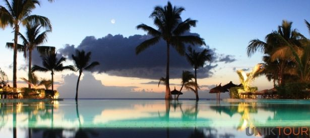 ÎLE MAURICE : Maurice est une île de l'archipel des Mascareignes dans l'océan Indien avec les Seychelles au nord et la Réunion au sud. Depuis 1992 sa dénomination officielle est la République de Maurice et sa capitale est Port Louis. Destination balnéaire par excellence, l'île Maurice offre des plages sublimes de sable fin d'une blancheur éclatante. Elle est surtout prisée pour les voyages de noces.