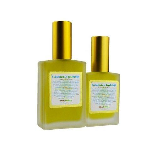 From the depths of the earth-loom emerges a radiant blend of fresh aromatics that delight to no end!