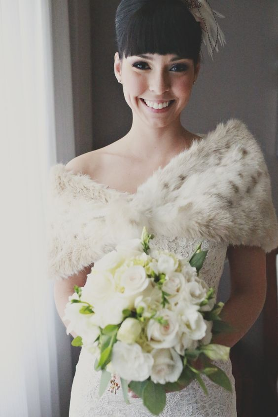 34 Trendy Fall Wedding Coverups To Rock: #12. Faux fur stole with a stunning lace dress