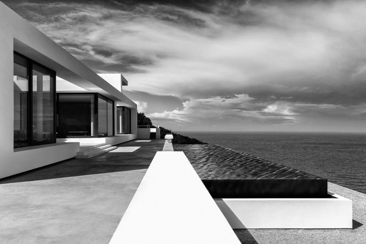 Blick gen Meer: Vom Infinity Pool hat man freie Sicht auf den Ozean. (Foto: Serge Anton)
