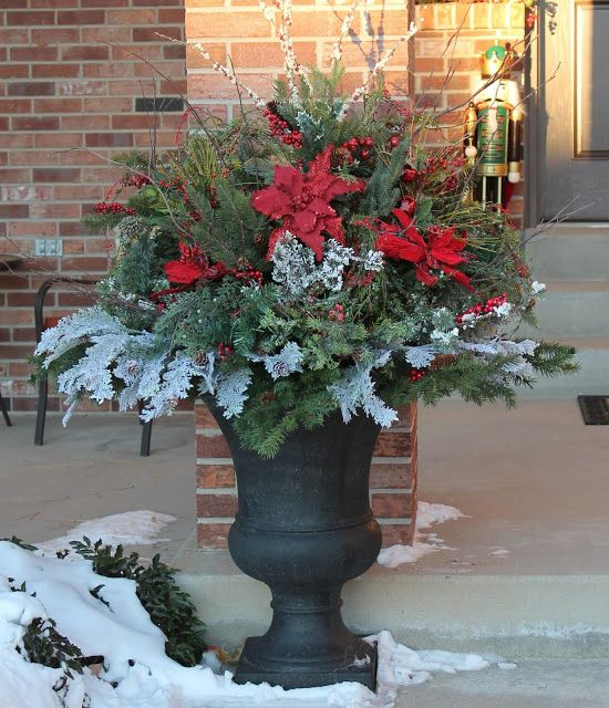 25 Best Ideas About Outdoor Christmas Trees On Pinterest: Best 25+ Christmas Urns Ideas On Pinterest