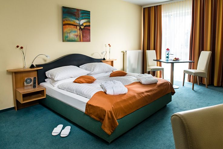 Blick in eines der Hotelzimmer / View into one of the hotel rooms | H+ Hotel Erfurt