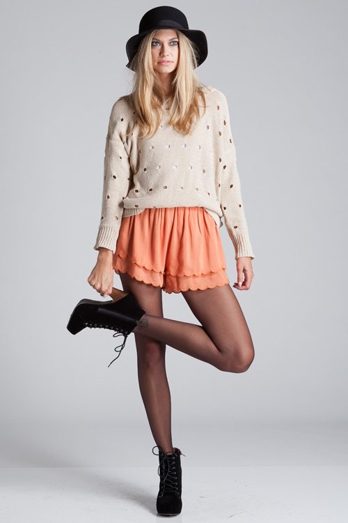 such a cute outfit.    Urban 1972 :: What's New :: Peach Scalloped Layered Shorts: Scalloped Shorts, Scallop Shorts, Layered Shorts, Scalloped Layered, Peaches, Peach Scalloped, Shorts Http Bit Ly Hpgsjk