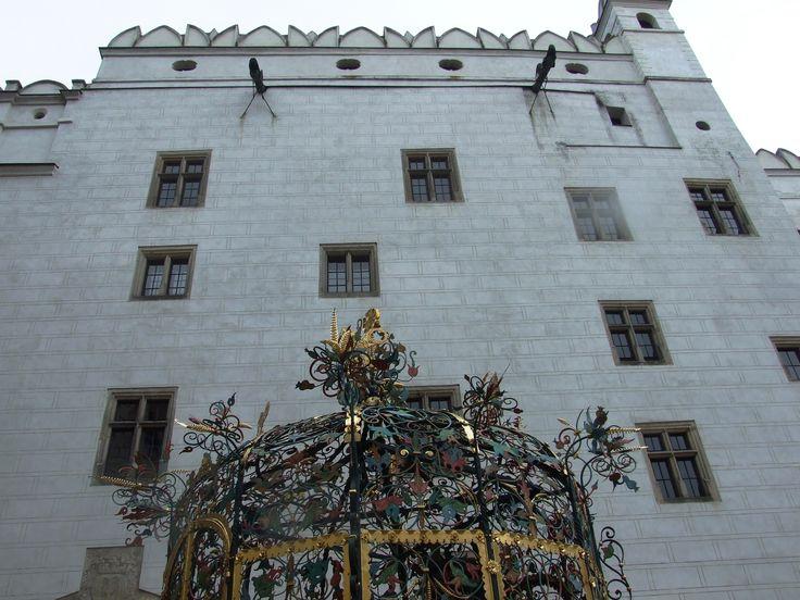 Jindřichův Hradec- Palace and fountain
