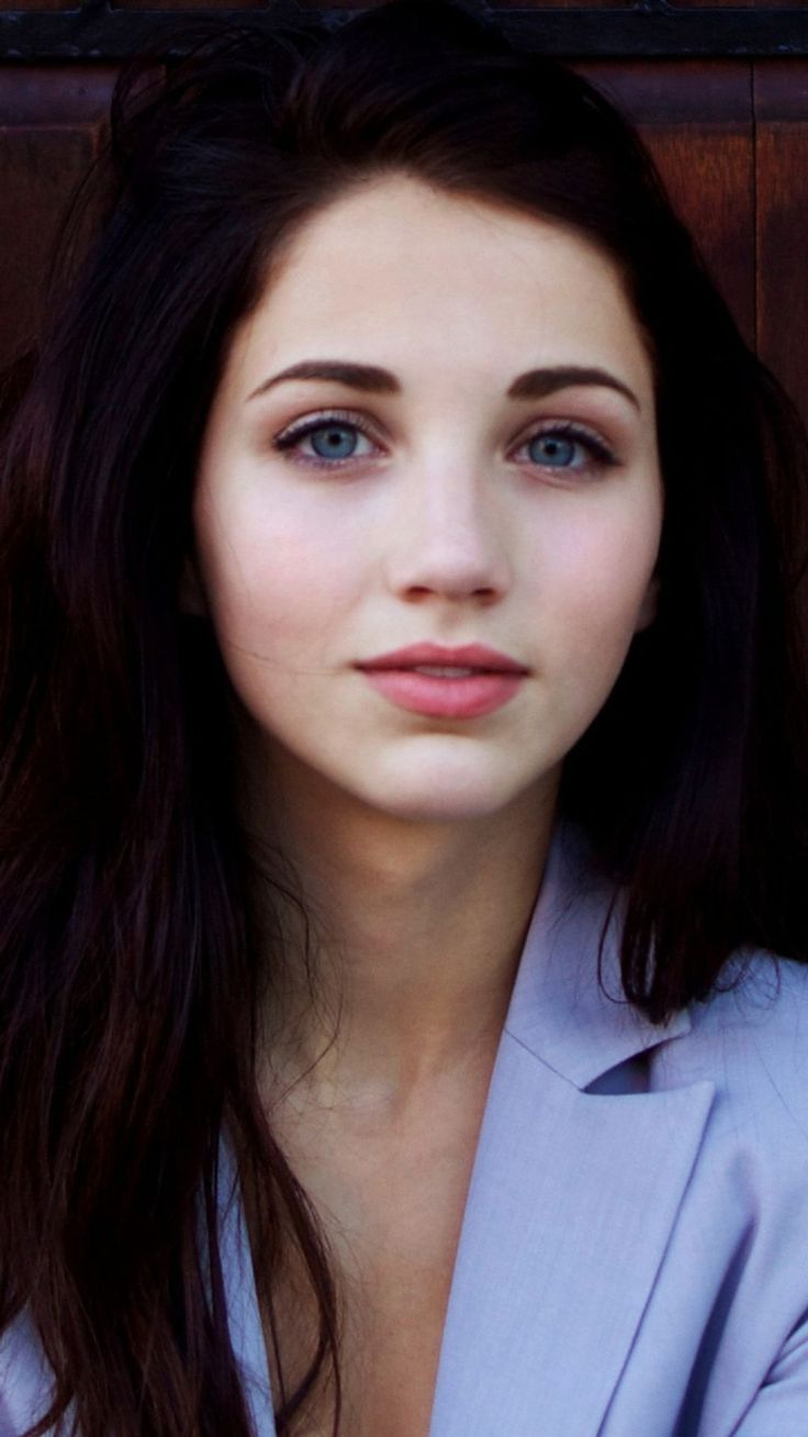((FC Emily Rudd)) A trader, traveler, and one who always seems to know what's up. Hayina Arian Aberforth is a sort of trader who won't hesitate to trade anything and everything. Even if, technically, the things she's trading or selling is illegal. If you want something specific, and pay her in advance, she'll travel around and find you what you want, whatever it may be. As long as you pay her for her troubles, of course. ((Continued in Comments))