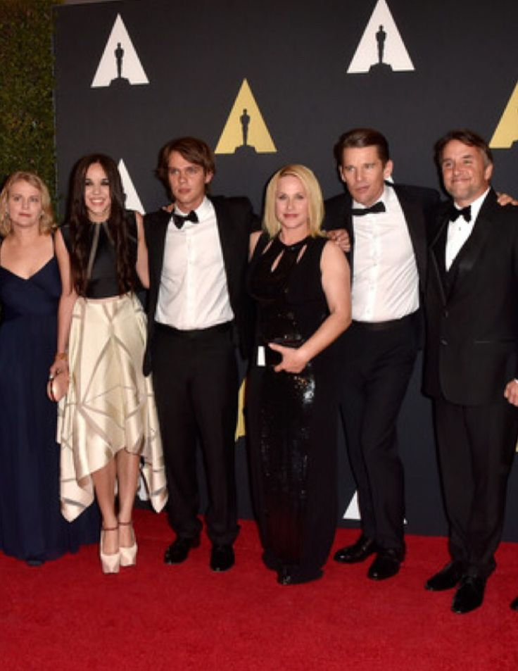 Lovely, young and very promising, actress Lorelei Linklater (second on the left) - daughter of Richard Linklater-, star of the Oscar 2015 nominated film Boyhood, wore an evening dress by #christoscostarellos during The Academy Of Motion Picture Arts And Sciences' 2014 Governors Awards!!! Here with producer Cathleen Sutherland, actor Ellar Coltrane, actress Patricia Arquette and actor Ethan Hawke! #oscars2015 #governorsawards #loreleilinklater #boyhood #redcarpet #hollywood #madeingreece…