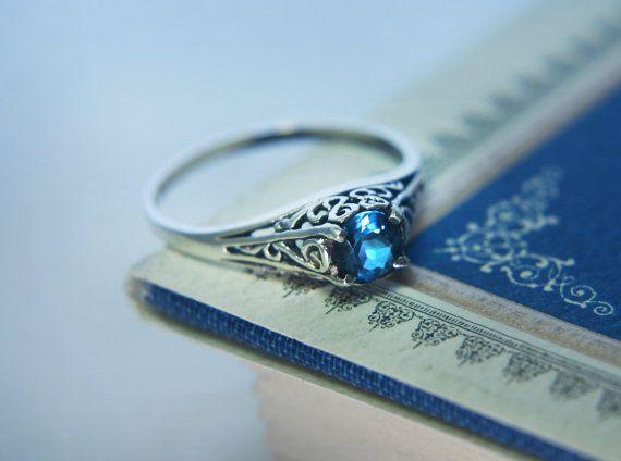 Anillo de compromiso zafiro azul de filigrana por moonkistdesigns