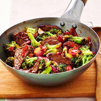 Broccoli met biefstuk en ui. Hoofdgerecht, 4 personen