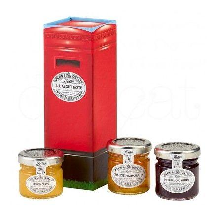 La tienda online de productos gourmet 'Érase un gourmet' ofrece esta caja con forma de buzón de correos. Contiene mermelada de cereza, mermelada de naranja y crema ácida Lemon Curd. Marca Tiptree.