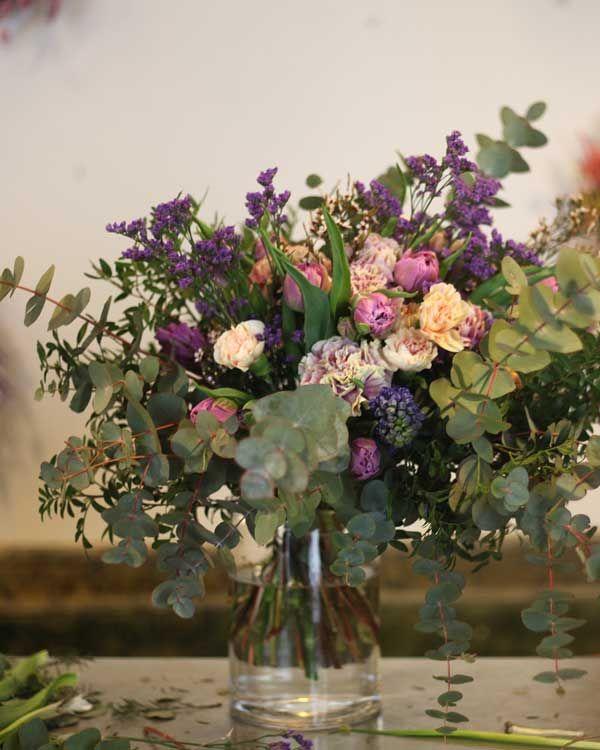 Arreglos florales con espíritu primaveral Flower Arrangements, Glass Vase, Diy, Concept, Flowers, Color, Ideas, Design, Decorations