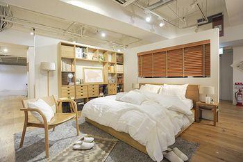 広々としたお部屋に、収納付きベッドを2台並べて。 ビッグサイズなのに圧迫感が無いのは、ベッドファブリックを ホワイトで統一しているから♪