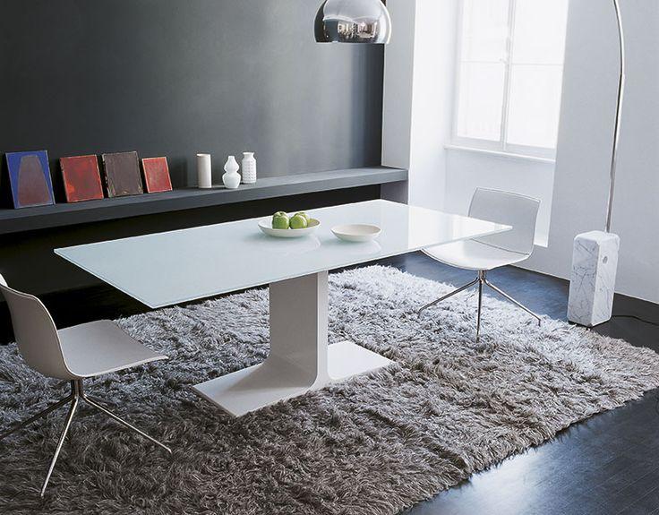 Palace, Tavolo / tavolino by SOVETITALIA grazie al suo design inconfondibile, diventa il protagonista assoluto dello spazio giorno: un elemento importante che caratterizza l'interno ambiente.