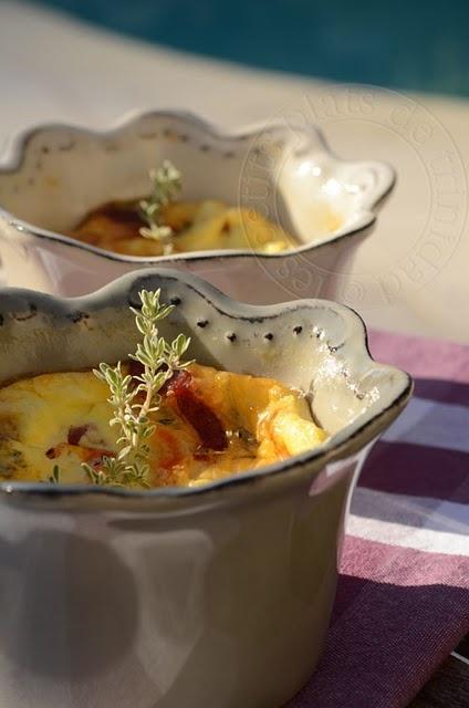 Clafoutis chèvre, tomates confites et chorizo
