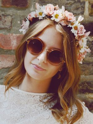 Millie Mackintosh totally nails the festival look with this cute floral headband and round sunnies