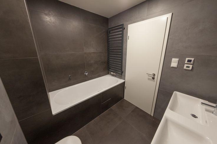 In die Wohnungen vom Atrium Kobylisy ziehen gerade die neuen Bewohner ein und im Angebot ist jetzt nur noch die letzte freie Wohnung.  Diese exklusiv ausgestattete Wohnung 4+kk mit einer Fläche von 131 m² bietet in der letzten Etage eine Terrasse mit herrlichen Aussichten auf Prag. Machen Sie einen Termin mit unserem Verkäufer und kommen Sie, um sich diese Wohnung mit eigenen Augen anzuschauen — Sie werden es nicht bereuen. http://www.atrium-kobylisy.cz/en/last-free-apartment