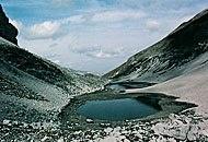 """[Itinerario] Il Monte Vettore alto ben 2.476 metri, il Lago di Pilato e la leggendaria Grotta della Sibilla. Dove ci troviamo? Nel Parco Nazionale dei Monti Sibillini. Oltre alle bellezze naturali, oggi vi diamo due buoni motivi in più per visitarlo: la """"Taverna del castello"""" a Cessapalombo (MC)  fino al 13 agosto, per degustare i prodotti tipici nello splendido scenario di Montalto, e la """"Sagra del formaggio pecorino"""" a Visso (MC), il 18 e 19 agosto. (www.sibillini.net)"""