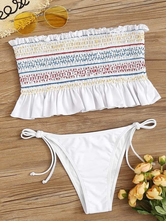Smocked Top mit Rüschensaum und String-Bikini-Set