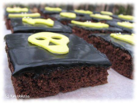 Black licorice topped brownies Halloween theme Lakritsikinuskileivokset halloween-teemalla | Reseptit | Kinuskikissa