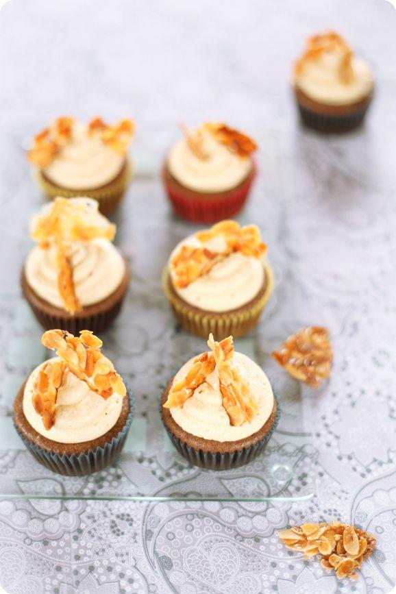 Verdade de sabor: Chocolate and caramel cupcakes / Cupcakes de cacau e cobertura de caramelo