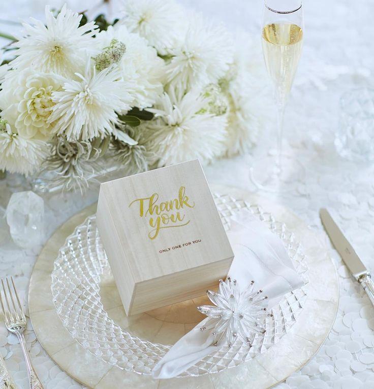 桐箱の中には世界にひとつの手作りカップルスールフリーカップが入っています箱の蓋にはゴールド文字のカリグラフィーゲストのお名前などワンフレーズをお書きします披露宴の時に一斉に蓋を開けますワクワクドキドキ感を演出しますゲストの歓声と笑顔が溢れます #両親贈呈品 #引出物 #ウェディング #インザムード #weddingsouvenir #theknot  #世界にひとつ #ルスール #お礼の品 #贈り物 #引出物#プレ花嫁 #プレ花嫁準備 #ギフト #記念品 #オーダーギフト #2017冬婚#ブライダル #サンキューギフト #席札#サプライズ#japanese #marryxoxo #日本中のプレ花嫁さんと繋がりたい#pottery #cup #2018春婚#craftman#japanesepottery #weddinggift #specialgift