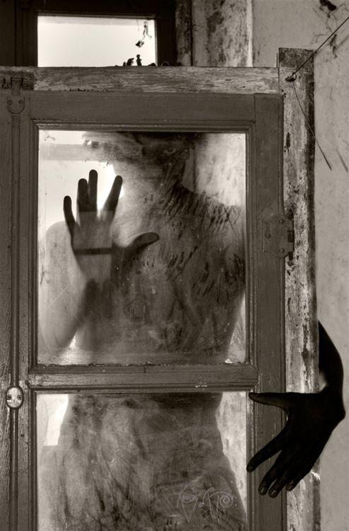 Roberto Palladini - The Window, 2012.Art Fotográfico, 2012, Dark Fall, Roberto Palladini, Windows, White Photos, Photography, Black, De Photos