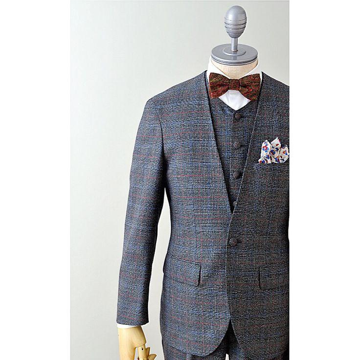 suit:グレー/レッドブルーチェック shirt:ホワイトラウンドカラー bowtie:ペイズリー  #新郎#カジュアルウエディング