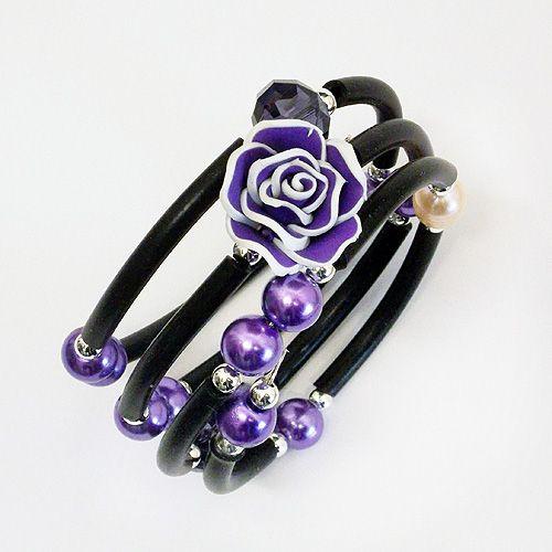 braccialetto di caucciù con perle e rosellina viola di resina