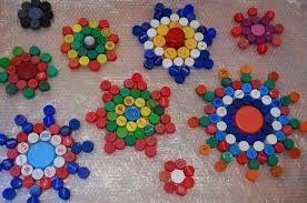 Resultado de imagen para decoracion con tapas de botellas