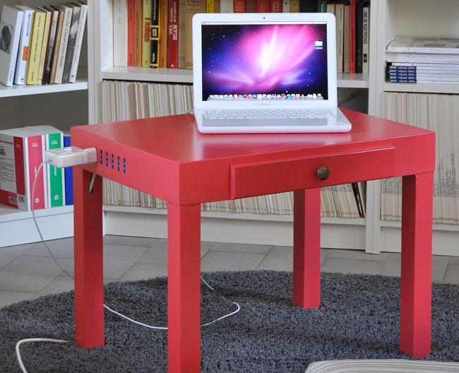 Un tavolino anonimo colorato di rosa e con l'aggiunta delle uscite elettriche. Utilissimo!!!