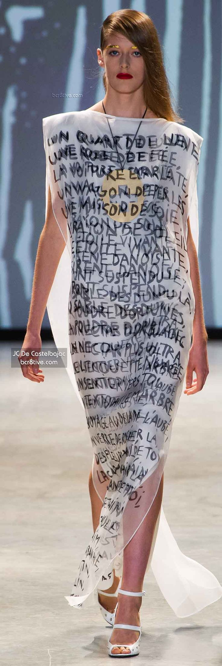 Could you have a dress like this with the words, Gods key words, about relationship in yellow? And the dress built like khaleeji dress.