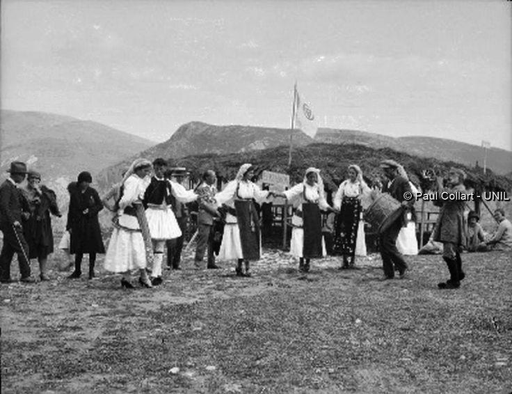 Δελφοί, παραδοσιακοί χοροί, Μάϊος 1927. Paul Collart 1926 έως 1938. Πηγή: Liza's Photographic Archive of Greece - Φωτογραφικά άλμπουμ της Ελλάδας.