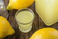Como tomar chia com limão - emagrece mesmo!. A chia, também conhecida cientificamente como Sálvia hispânica, é um tipo de semente extraída de uma planta cultivada em muitas zonas da América central. Estas sementes se tornaram muito populares no ...