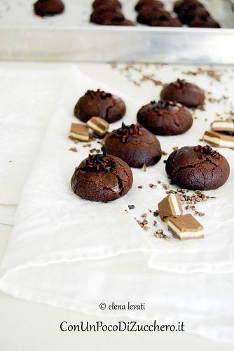 Biscotti al cacao con cuore morbido