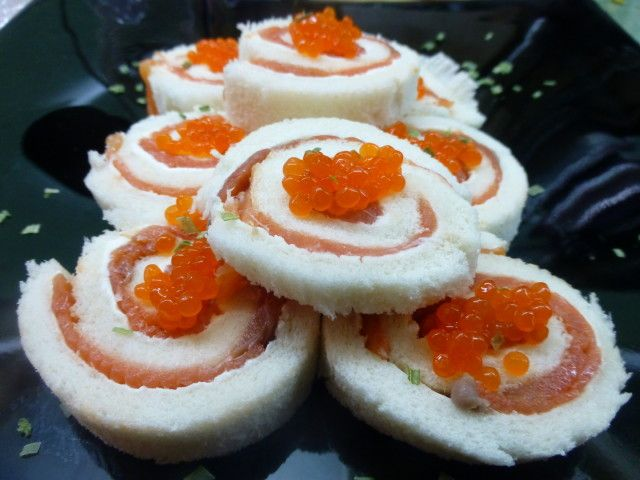 Canap s de salm n con queso mascarpone recipe for Canape de salmon