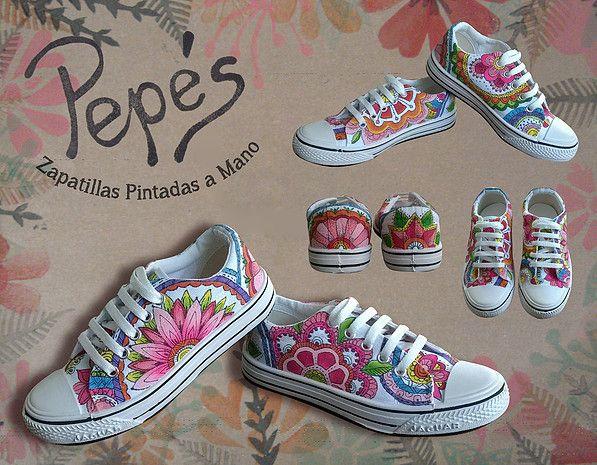 Pepés Zapatillas pintadas a mano. Modelo Mandala floral