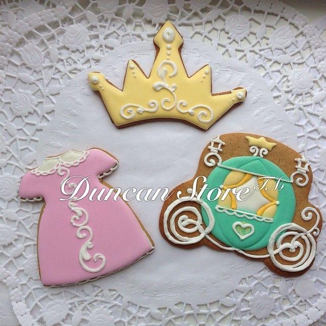 Наборчик для принцессы  девушка,женщина,девочка-она всегда маленькая принцесса #имбирноепеченье #имбирныепряники #имбирныепряникиназаказ #имбирноепеченьеназаказмосква #имбирныепряникиназаказмосква #оригинальныйподарок #вкусныйподарок #duncanstore #decoratedcookies #cookie #cookiedecor #подарок #подаркидетям #рождение #деньрождения I#подарокнаденьрождения #пряники #пряникиназаказ #пряники #пряникиназаказ #печенье #крестины #свадьба #подаркигостямнасвадьбу #wedding #принцесса #корона #карет...