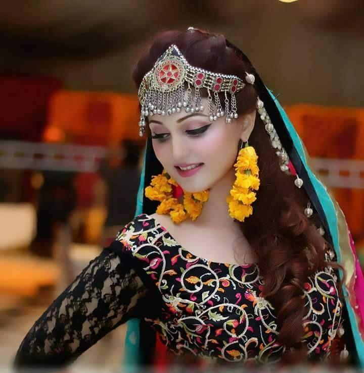 Latest Pakistani Bridal Mehndi Hairstyles 2017 Beststylo Com Mbm