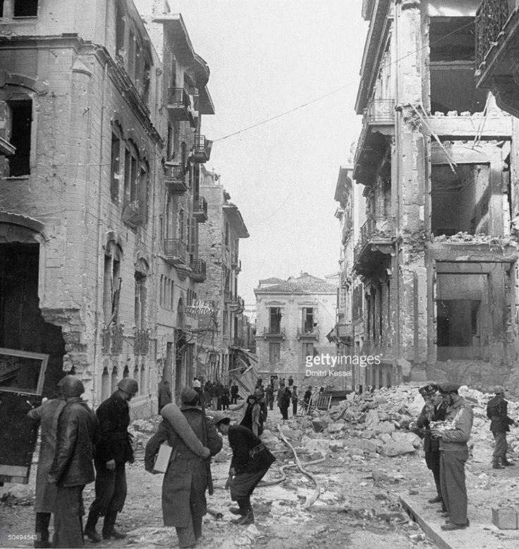 Περιοχή Ομόνοιας τον Ιανουάριο του 1945, μετά τα Δεκεμβριανά φωτ,Dmitri Kessel