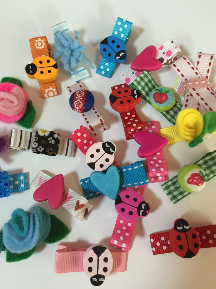Just the cutest handmade hair clips for girls using ribbon, wooden beads and fabric covered buttons on alligator clip tutorial