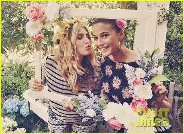 hilary duff throws sister haylie baby shower 10 Hilary and Haylie Duff pose for a cute photo with Nikki Erwin in this new shot from Haylie's baby shower on Saturday (March 7) in Beverly Hills, Calif.