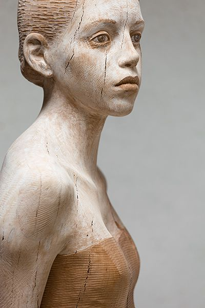 I see wisdom & weariness in her eyes. Haunted but healing. This artist's wood sculpture feels so alive :: Bruno Walpoth